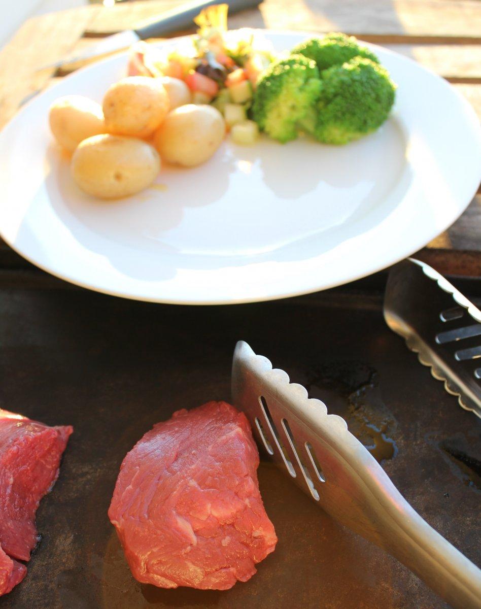 dinner_in_sunny_nelson_0.jpg